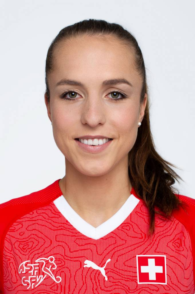 Lia Wälti 13 Swiss Football Team 2018 New